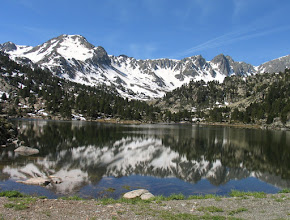 Photo: Andorra (Pessons): Montmalús des de l'estany Primer de Pessons