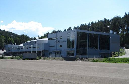 Isku Areenan edustan hiekkakenttä toimii otteluissa parkkipaikkana.