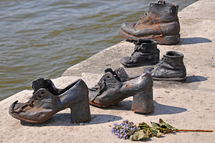 Shoes on the shore of the Danube remain in tribute. Photo: Dennis Jarvis.