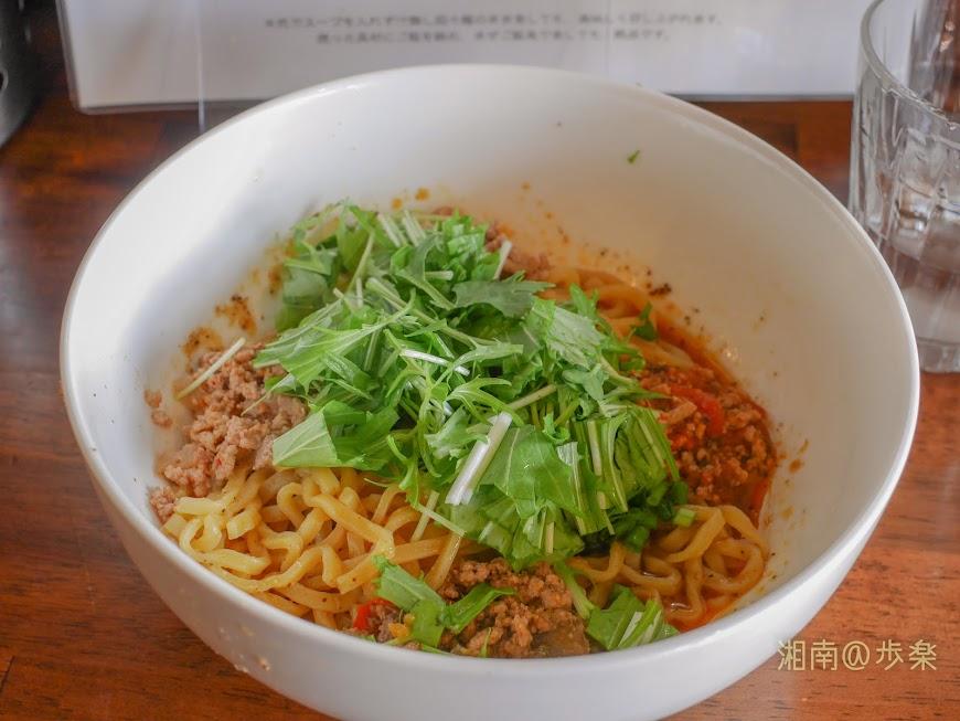 肉味噌と水菜と麺のシンプルな構成