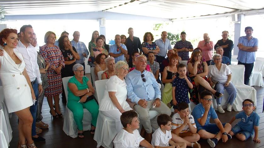 Asistentes a la fiesta-homenaje a Antonio y Elvira.
