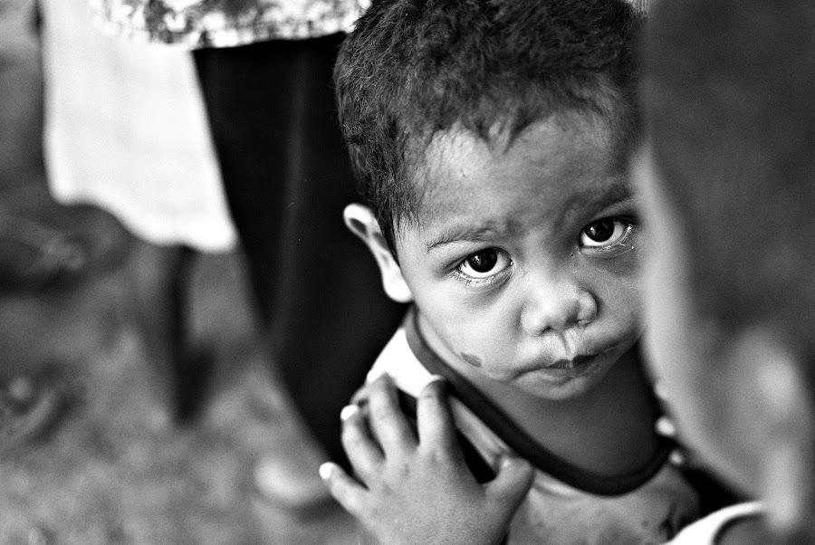 In a child's eyes by Mark Pineda - Babies & Children Children Candids