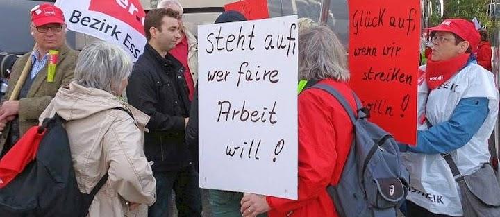 Streikende: «Steht auf, wer freie Arbeit will!».