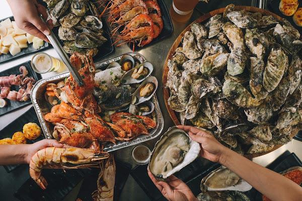 燒烤殿─1顆5元東石鮮蚵來一盆! 手臂蝦海鮮大拼配比魯 霸氣海鮮燒烤藏在巷子裡