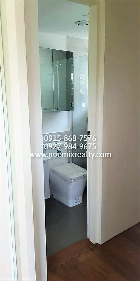 House and lot in West Fairview, Quezon City toilet and bath