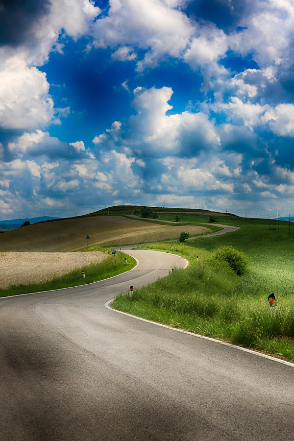 Tuscany Landscape by Luca Libralato - Landscapes Prairies, Meadows & Fields ( clouds, tuscany, grass, landscape, italy )