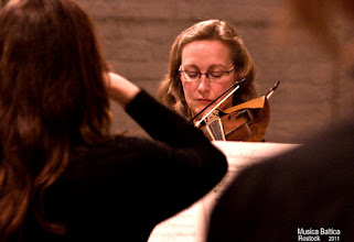 """Photo: schweriner Geigenspielerin im Projekt """"Credo"""" spielt in der h-Moll-Messe J.S. Bach  Brita Lenke"""