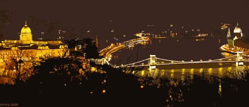 Photo: Zamek i most łańcuchowy (nocna izohelia)