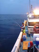 Photo: さあー、日も落ちて「夜釣り」スタート!