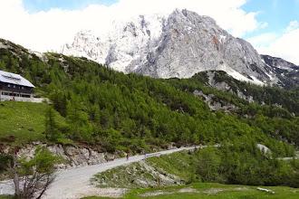 Photo: Es folgen 12 km spektakuläre Abfahrt.