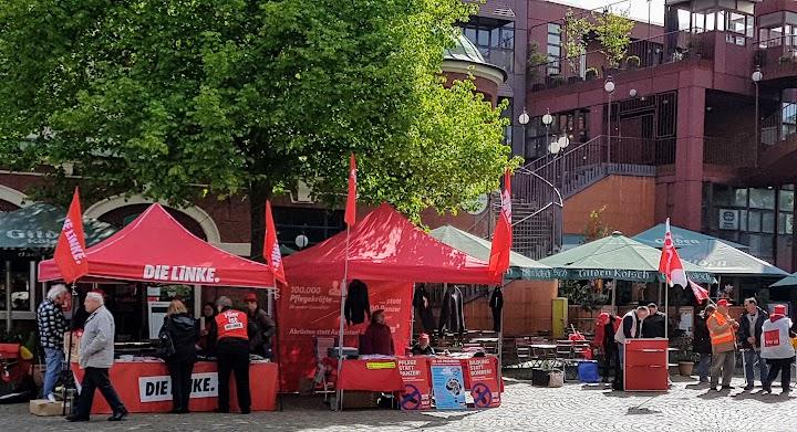 Nebeneinander die Zelte von «Die Linke» und der DKP.