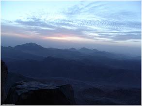 Photo: Amanecer en la subida al Monte Sinai. Montañas Azules Egipto http://www.viajesenfamilia.it/