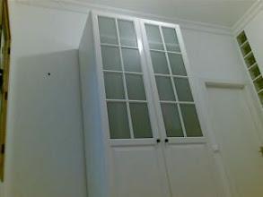 Photo: Empapelando pared, 1.