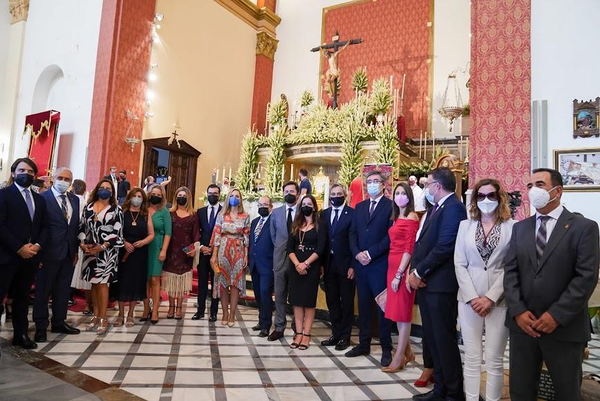 Diferentes representantes durante la celebración del culto.