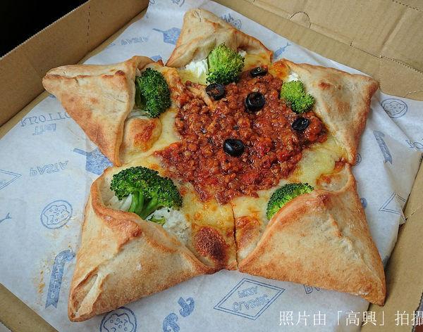 披薩工廠(頭份店)-完整菜單 義大利麵 燉飯 聚餐 2016新開幕工業風裝潢!特色的星形派大星披薩