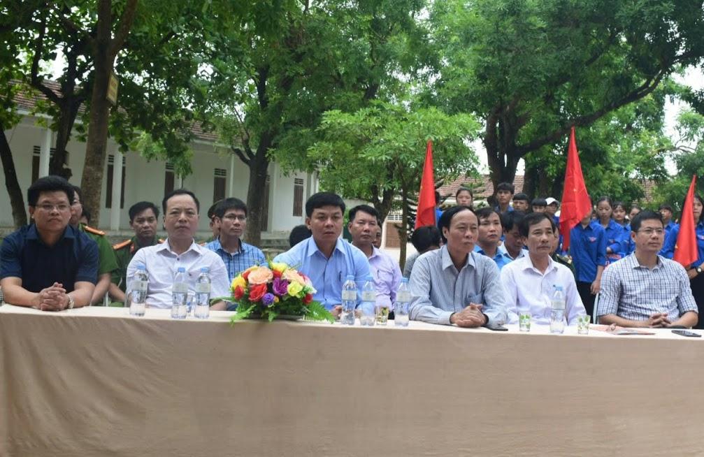 Các đại biểu tham dự lễ mít tinh