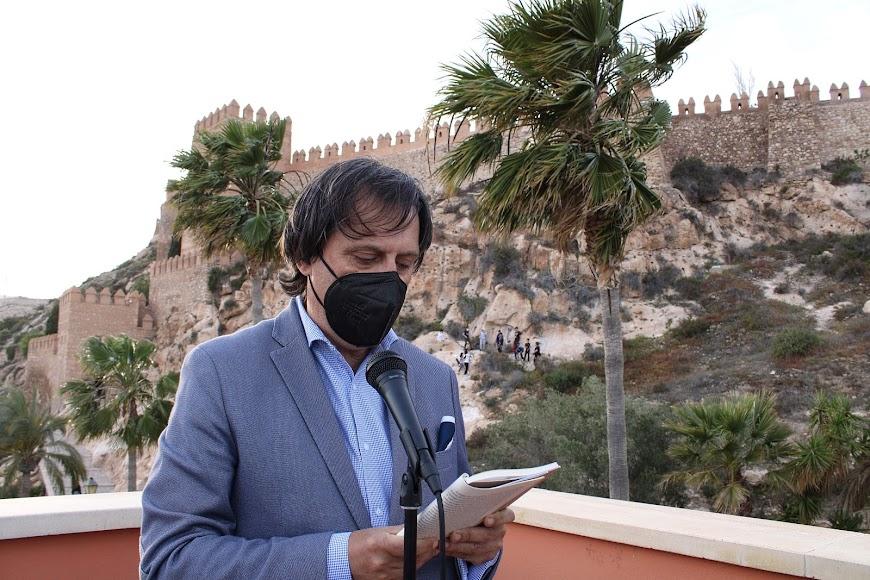 José Manuel Bretones leyendo su relato.