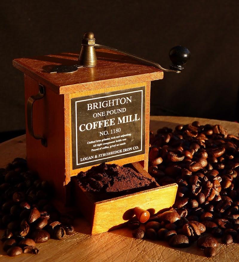 Macinino e caffè in grani di Justinawind