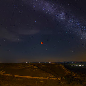 Red Moon Marte & milky way by Daly Sda - Landscapes Starscapes ( milky way, longexposure, night, starscape )