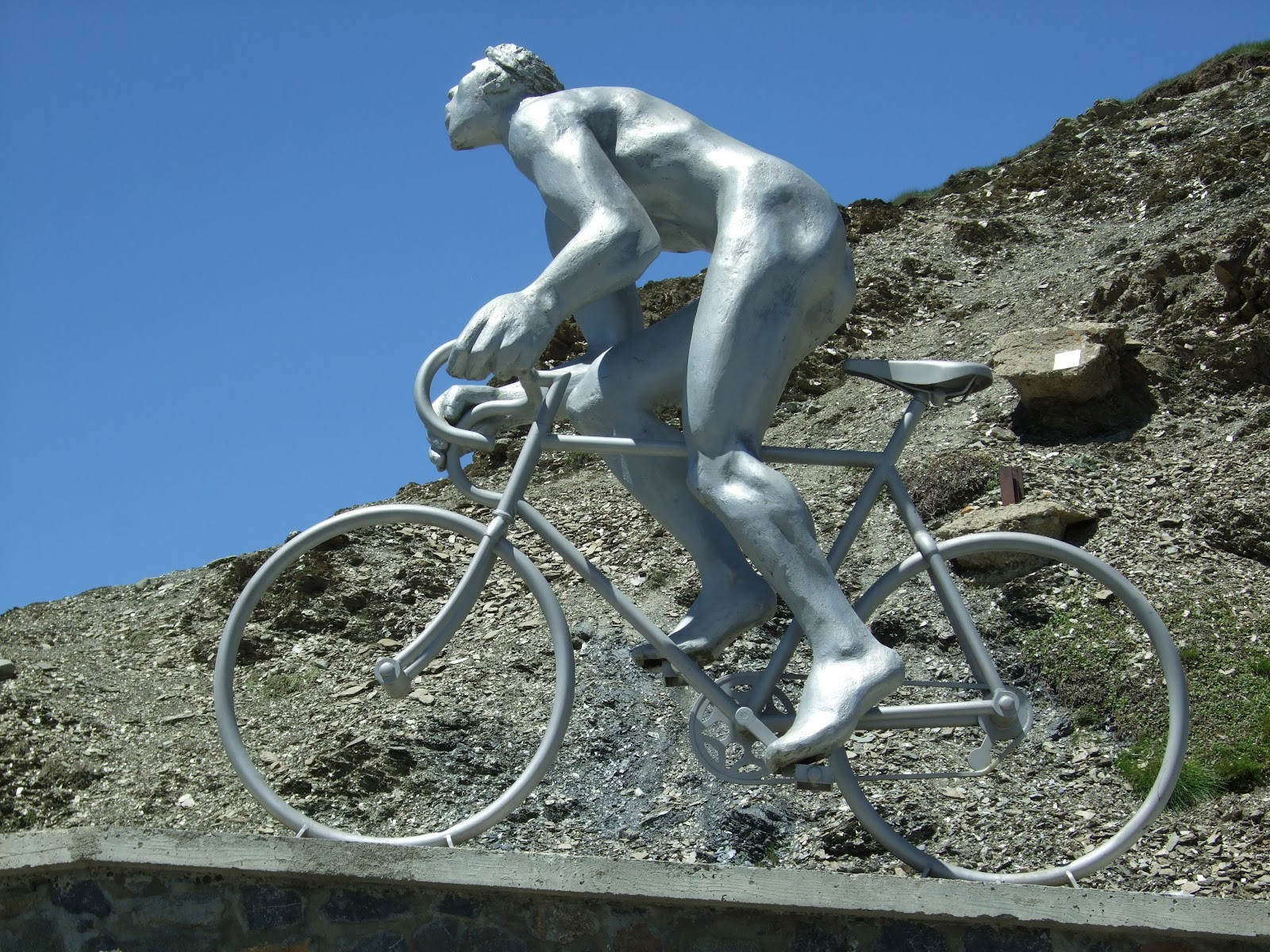 Cycling Col du Tourmalet - photo of summit and Le Géant