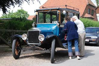 Photo: Bilen vækkede nogen opsigt :-) / The car made some interest. (Foto: Kettinge Fotografen)