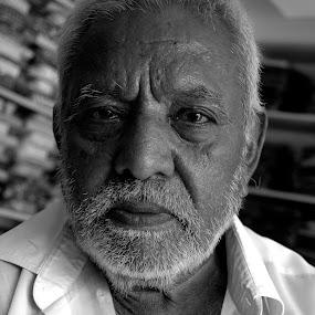 by Saravanan Veeriah - People Portraits of Men ( old man, portrait, man )