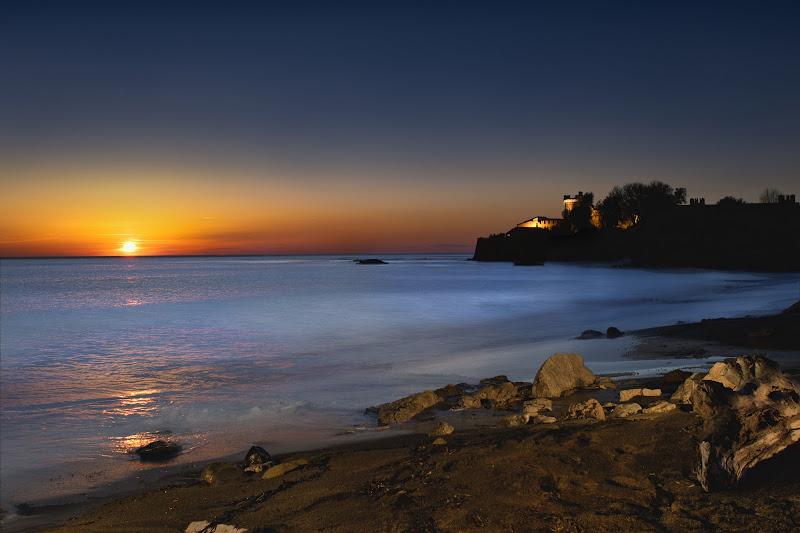Tramonto sul mare al castello di Camillo G