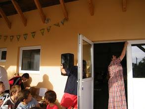 Photo: Levente szereli az erősítést a délutáni istentisztelethez.