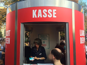 Photo: This #bboxx SYSTEM edition was launched at Berlin's #LangeNachtderMuseen. The round, transportable building has three windows for ticket sales in as many directions. It proved efficient as an eye-catching information desk as well, ideal for crowded locations.