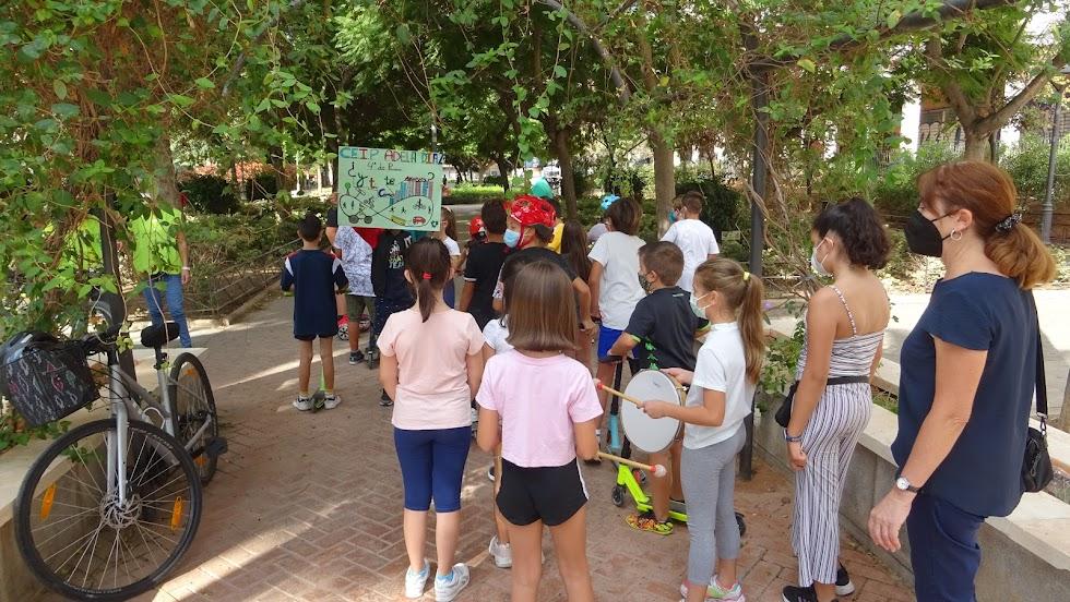 El proyecto Nueva Andalucía Barrio Amable ha unido a Greenpeace y centros educativos de esta zona de la capital.