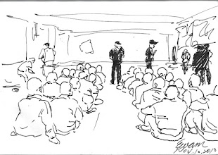 Photo: 移監2010.11.10鋼筆 兩人比肩釘鐐上梏,四人一組串鍊鎖身,移監作業不容有一毫閃失…