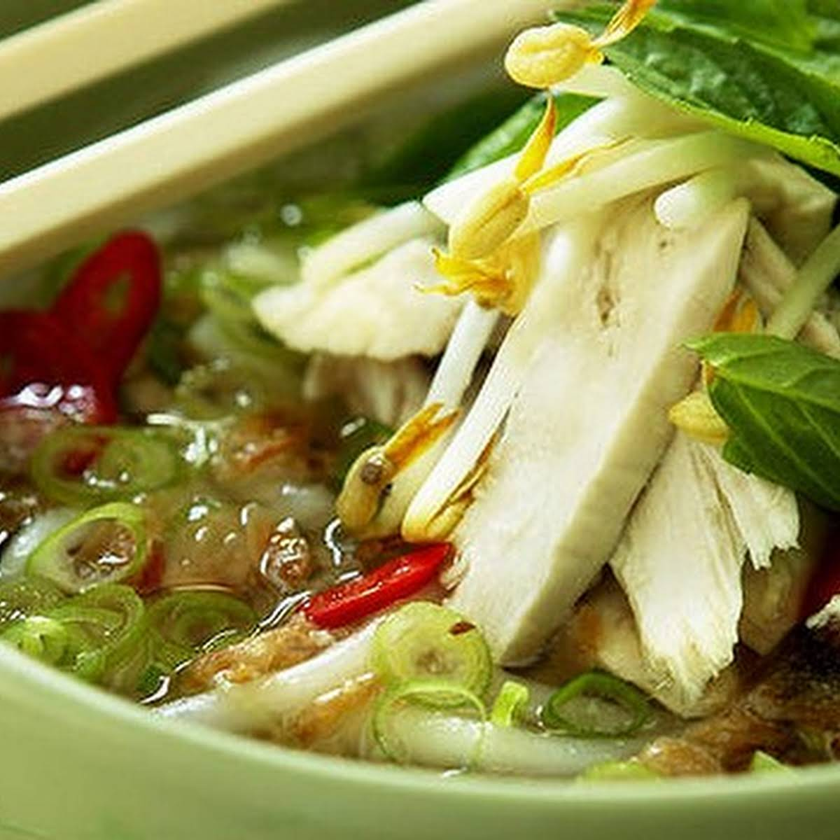 Fragrant Chicken And Rice Noodle Soup