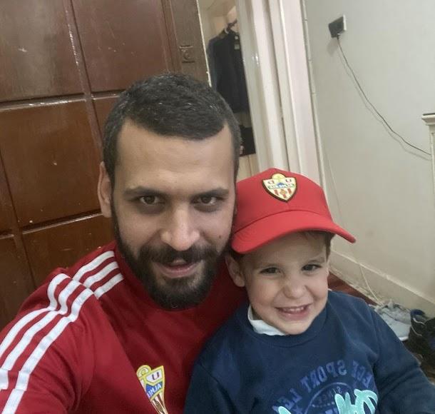 Mostafa Yilmaz en Egipto con su pequeño.