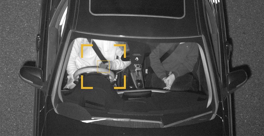 Камеры научатся распознавать мобильники в руках у водителей