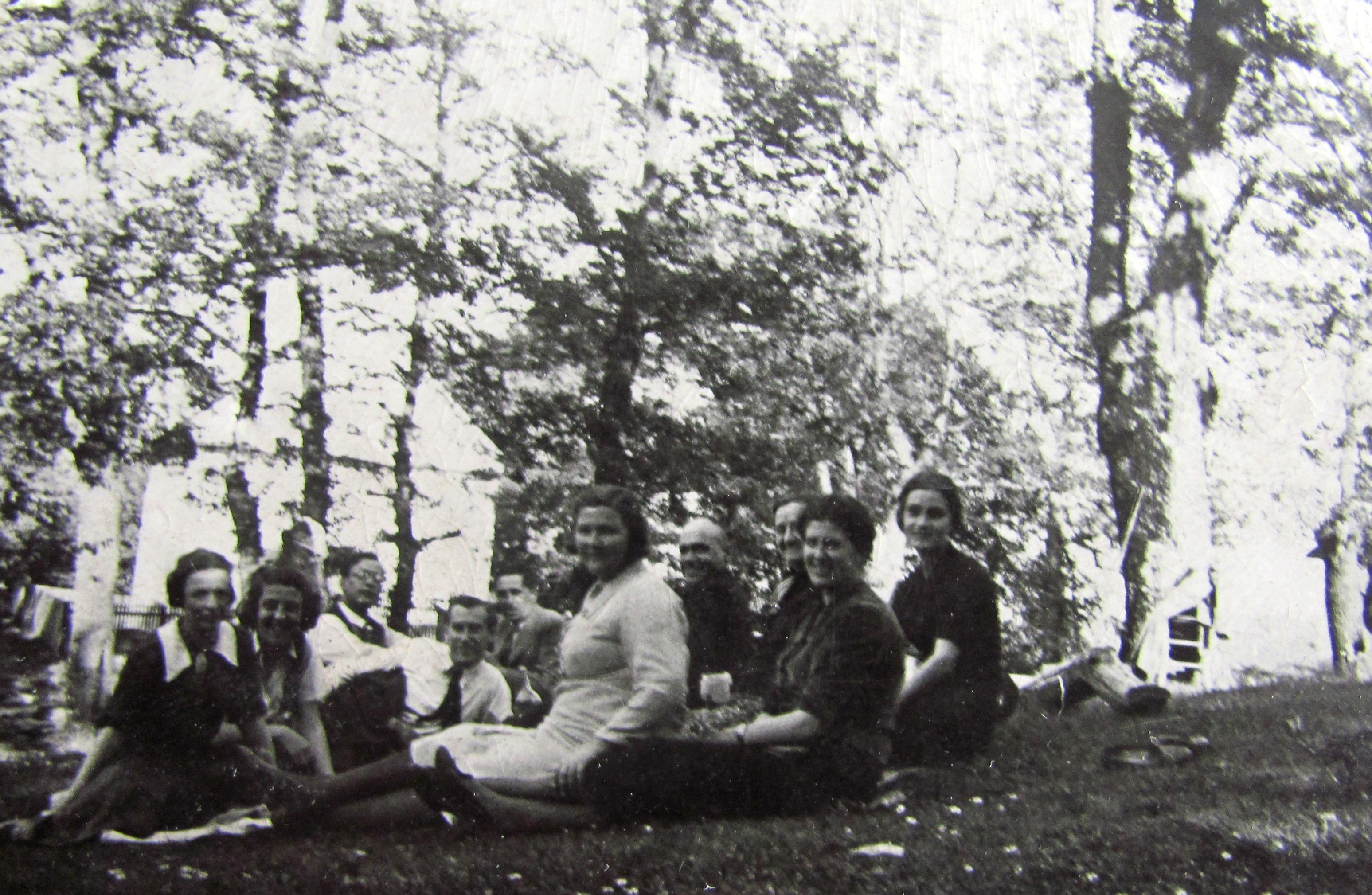 Photo: Кашевар, мај 1938. наставнички колектив и Раде Драинац