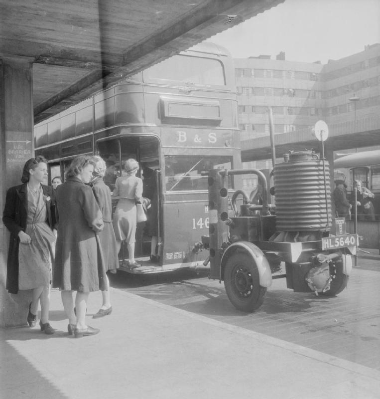 https://upload.wikimedia.org/wikipedia/commons/f/fa/Petrol_Substitutes_in_USE_For_Public_Transport_in_Leeds%2C_England_C_1943_D15675.jpg
