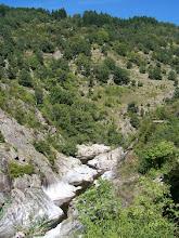 Photo: Vallée de la GLueyre, à 10 mn du gîte de Chapelèche. Une route départementale menant à Saint Sauveur de Montagut (tous commerces) la surplombe sur 10 kms. Une dizaine de stationnements permettent d'y accéder à pied par de courts sentiers.