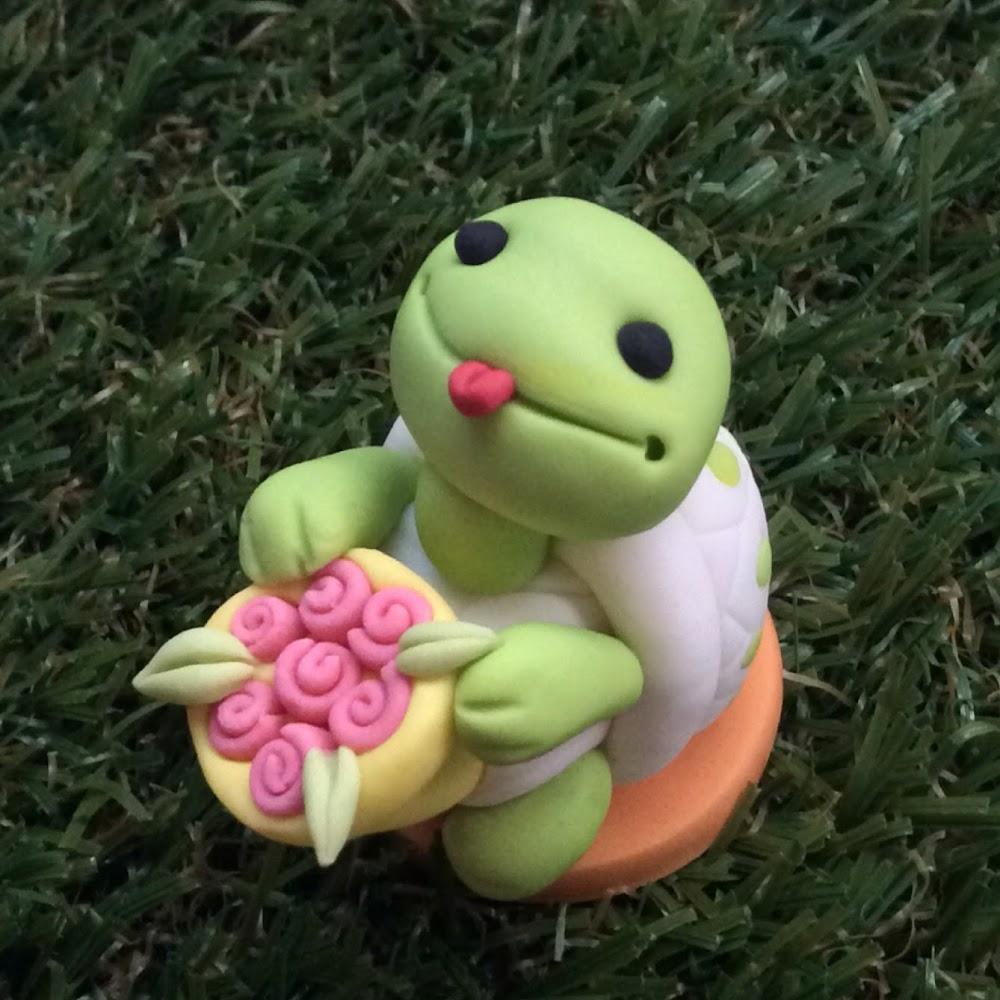 TURTLE WITH BOUQUET
