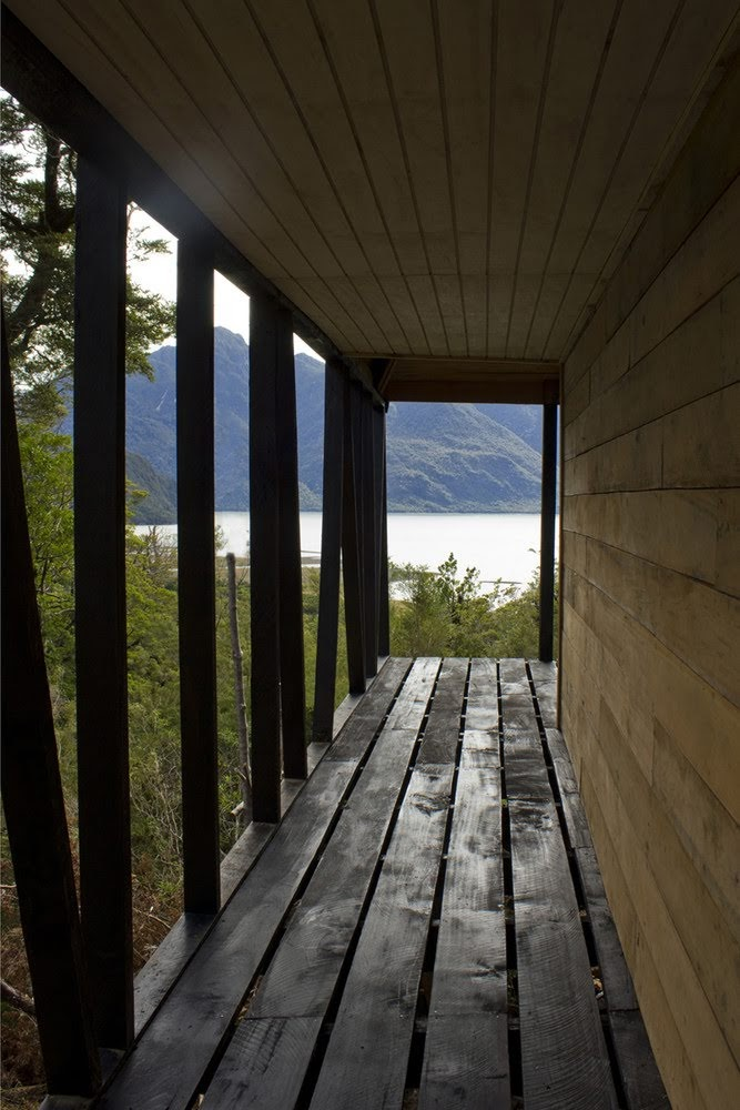Refugio en los fiordos de la Patagonia - Armando Montero + Samuel Bravo