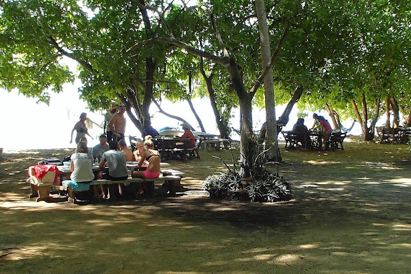 Enjoy Thai lunch on Bu Bu Island