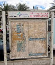 Photo: Jotenkin Aqabaan vaivasi lievä rappeutuneisuus - rannan infokyltistä ei oikein ota selvää