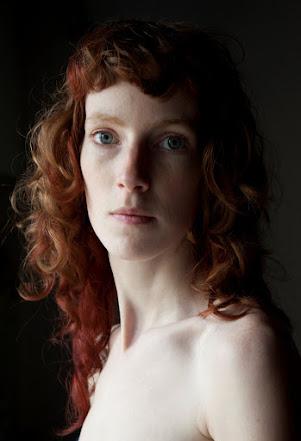 laure-ledoux-les-yeux-sombres-julie