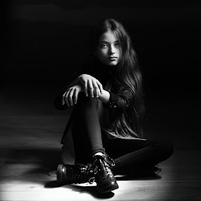 look by Danuta Czapka - Black & White Portraits & People ( child, natural light, black and white, photography, portrait,  )