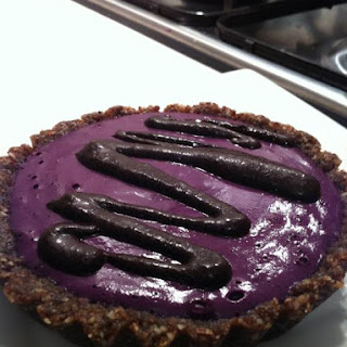 Raw Vegan Blueberry Pie with Chocolate Sauce