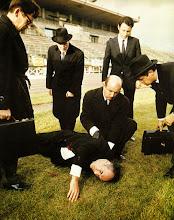 """Photo: O final alternativo de """"Topázio"""", onde o personagem de Michel Piccoli morre em um duelo."""