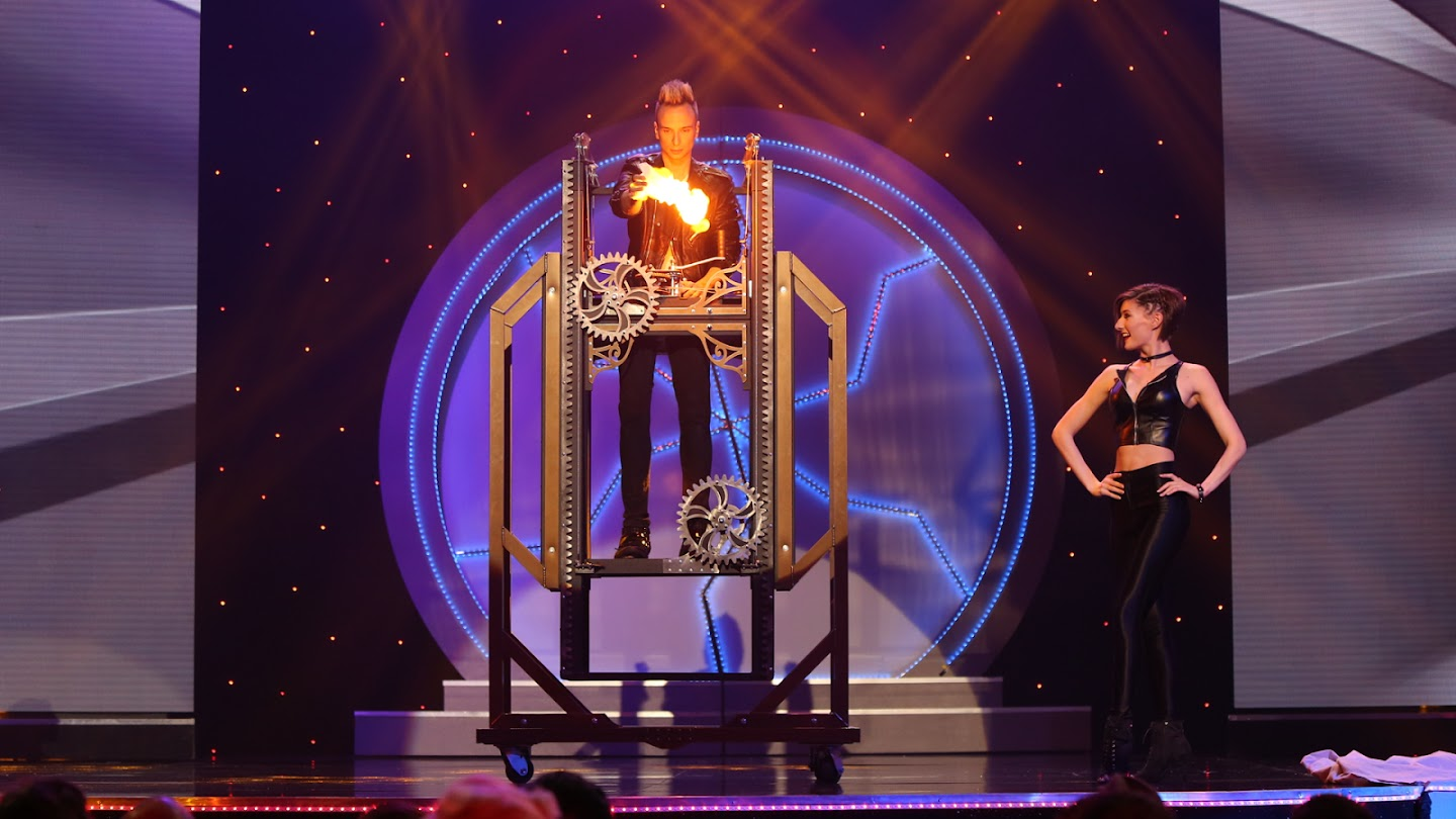 Watch Masters of Illusion live