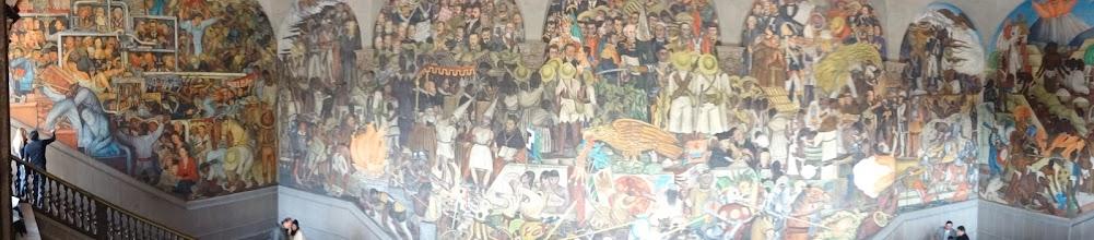 Photo: Maloval to Diego Rivera a trvalo mu to šest let. Zachycuje dobu od příjezdu Aztéců až do porevolučního období.