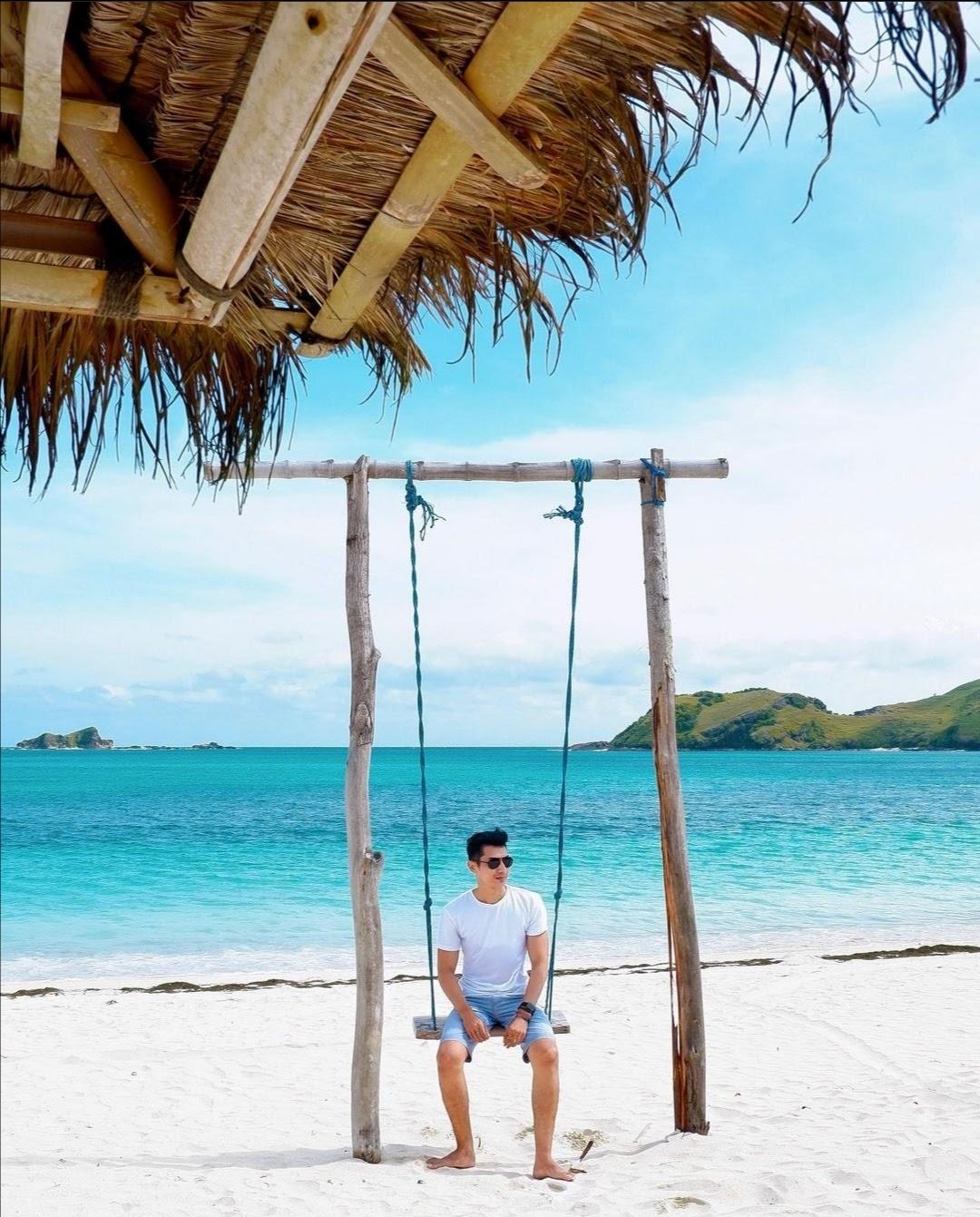 Pantai Pasir Putih Tanjung Aan
