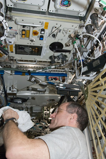 Pettit performs an in-flight maintenenace on the PWD in the U.S. Laboratory