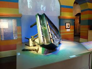 Photo: Musée de la Ville: Le piano de Fat Domino tel que trouvé dans sa maison après Kathrina